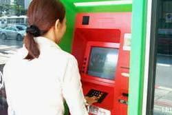 โขก! แบงค์เตรียมเก็บค่ากด ATM ครั้งละ 10 บาท