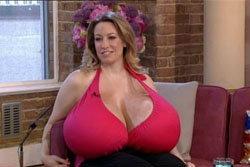 สาวมะกันท้าชิง หญิงหน้าอกใหญ่ที่สุดในโลก