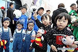 ฮือฮา! 100คู่ฝาแฝดจีนเข้าร่วมการประกวด