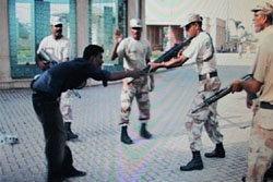 คลิปทหารปากีสถานยิงคน ปล่อยเสียเลือดจนตาย