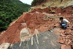 ชาวเน็ตสับ! ถนนเมืองจีนสร้างเสร็จ 2 วัน พังถล่ม 2 ศพ