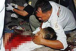 รปภ.ฉุนถูกด่าเป็นคนลาว แทงเพื่อนเจ็บหนัก