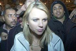 นักข่าวสาวหวิดถูกม็อบอียิปต์นับร้อย ข่มขืน!