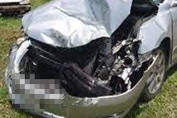 สาวโหดถอยรถอัด 2 หนุ่มสาวปางตาย