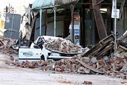วุ่นช่วยเหยื่อแผ่นดินไหวนิวซีแลนด์ หนุ่มถูกหินทับตาย