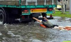 เก็บตกภาพฮา ยามวิกฤติน้ำท่วม!!