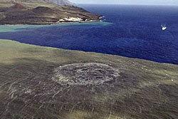 อัศจรรย์! ภูเขาไฟใต้ทะเลพ่นลาวาสู่ผิวทะเล