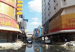 ตลาดรังสิตเริ่มฟื้น ในวันที่น้ำท่วมจากไป