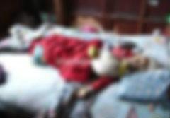 เศร้า! แม่นอนหนาวตาย ลูกชายนั่งเฝ้าศพ