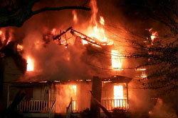 สลด! ไฟไหม้บ้านย่างสด 11 ศพ
