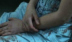 สาวถูกฉุดลงพุ่มไม้ข่มขืน คว้ามีดแทงอกคนร้ายโคม่า