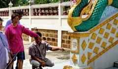 ตื่นรอยพญานาคปรากฏ ทางขึ้นพระอุโบสถวัดดังราชบุรี