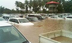 น้ำเมยทะลักท่วม รถมือสองรอส่งพม่าจมเพียบ