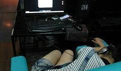 คุณพระ! สนใจแต่เกมส์แฟนถูกลวนลามอยู่ข้างๆยังไม่รู้ตัว