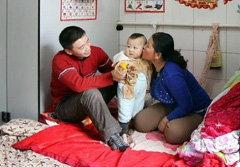 สุดซึ้ง! ครอบครัวจีนอาศัยอยู่ในห้องน้ำ