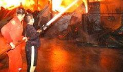 เกิดเหตุไฟไหม้โรงงานผ้า ย่านอินทามระ 44