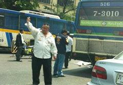 สยอง! รถเมล์สาย516 ชนคนตาย กลางสี่แยกคอกวัว