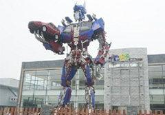 สุดเจ๋ง! นศ.จีน สร้างหุ่นทรานฟอร์มเมอร์ ตั้งหน้ามหาลัย