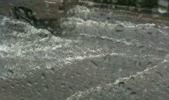 ฝนถล่มกรุง น้ำท่วมขัง รถติดหลายเส้นทาง