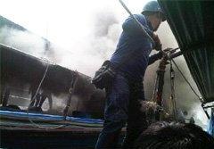 ไฟไหม้เรือคลองแสนแสบ คนหนีตายวุ่น
