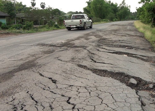 ทางหลวงชนบทเร่งซ่อมถนนสาย3018แล้ว