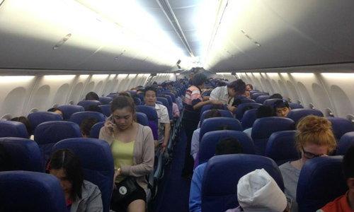 ผู้โดยสารชื่นชม! เครื่องบินเจอพายุ กัปตันตัดสินใจวกกลับ