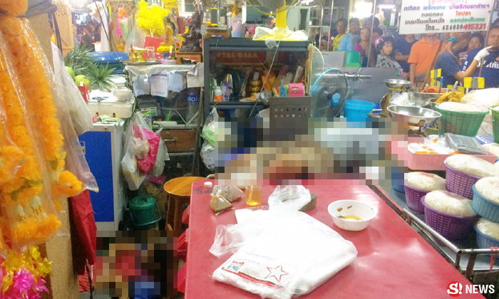 สยองกลางตลาด! แม่ค้าขายดอกไม้ปืนโหด ยิงแม่ลูกร้านข้างๆ ดับ 2 ศพ