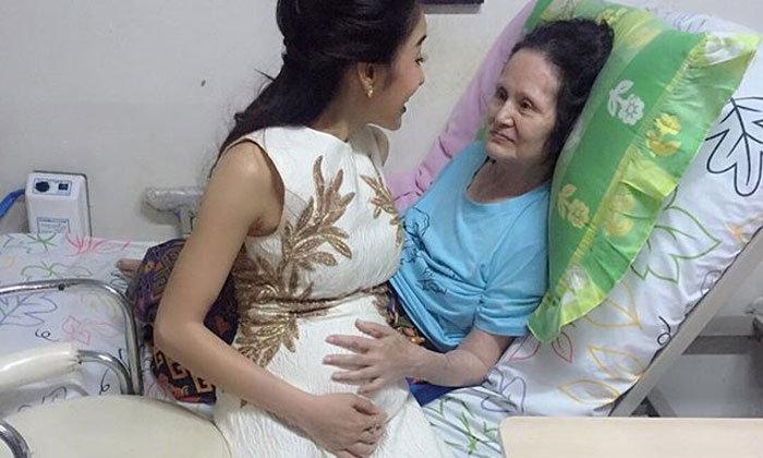 แพท ณปภา ให้แม่ลูบท้องเริ่มโต 5 เดือน