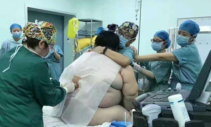 ลุ้นระทึก! ทีมแพทย์ 16 คน ทำคลอดคุณแม่หนัก 160 กก.