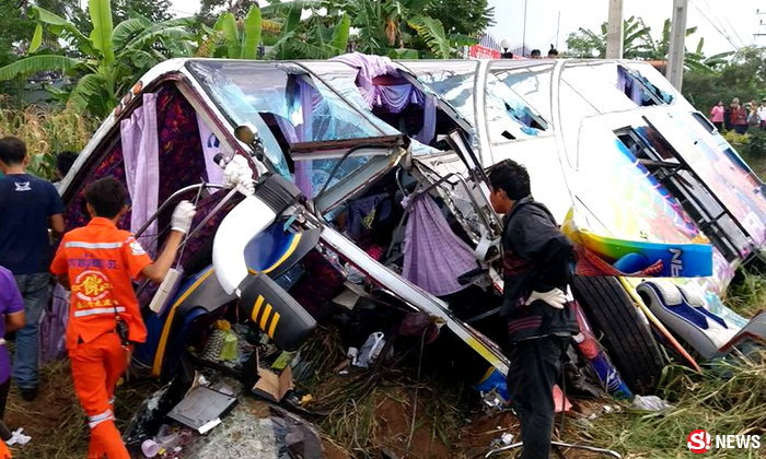 สลด รถบัสนักเรียนกลับจากทัศนศึกษา ชนรถกระบะ เจ็บ 49 ดับ 3 ศพ