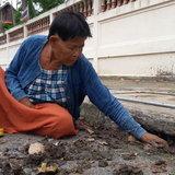 น่ายกย่อง ยายจิมวัย 70 ปี จิตอาสาร่างกายพิการ ถึงยากจนแต่ชอบทำบุญ