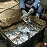 ตม.จับหนุ่มม้ง ขนยาไอซ์ยัดกระเป๋าผ่านสนามบิน มูลค่า 3.19 ล้านบาท