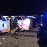 กระบะซิ่งแซงรถกู้ภัยแหกโค้งตีลังกา 2 ตลบ-เร่งนำตัวหนุ่มนักขับหามส่ง รพ.