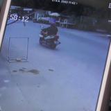 ตำรวจเร่งล่าโจรชั่ว บีบคอ-กดหัว กระชากสร้อยคอแม่ค้าร้านอาหารก่อนซิ่ง จยย.เผ่นหนี