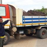 โคราช-ชาวพิมายโวย รถขนดินชุ่ย วิ่งเข้าออกเป็นเดือน ถนนพัง ฝุ่นฟุ้งทั้งหมู่บ้าน