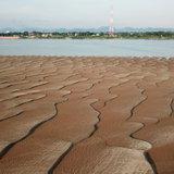 แปลกตา น้ำโขงแห้งขอด จนหาดทรายโผล่คล้ายเกล็ดพญานาค