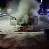 พ่อค้าตลาดนัดจอดรถนอนพักในปั๊มน้ำมันไฟลุกไหม้รถช่วยกันดับเอาไว้ได้ทัน