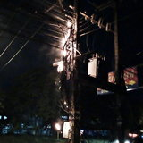 ชาวสัตหีบร้องสื่อสายไฟสายโทรศัพท์ห้อยระโยงระยางไฟลุกไหม้แจ้งจนท.หลายครั้งไร้แววเข้ามาแก้ไข