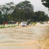 ประจวบคีรีขันธ์ ด่วน เกิดฝนตกหนักหลากท่วมผิวถนนเพชรเกษมที่บางสะพานน้อยหลายจุดรถทำรถติดยาว เตือนประชาชนขับผ่านด้วยความระมัดระวัง