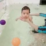 น้องไทก้า เรียนว่ายน้ำ