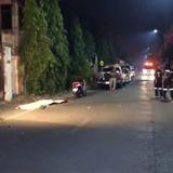 สลด! หนุ่มไทยนิรนามซิ่ง จยย.ไถลชนฟุตปาธหัวฟาดพื้นถนนดับคาที่