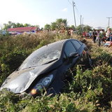 สลดหน้าตลาด-รถเก๋งซิ่งอย่างเร็วเสียหลักพุ่งชน จยย. 3 คันรวดสังเวย 2 ศพ