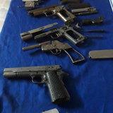 ซุ่มจับหนุ่มอุบลฯ พ่อค้ายาบ้า-ไอซ์พร้อมอาวุธปืนเพียบ สารภาพชอบสะสม
