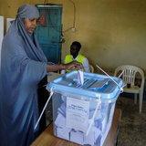 หญิงโซมาลีแลนด์หย่อนบัตรเลือกตั้งประธานาธิบดี
