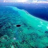 หลุมน้ำเงินแถบหินประการังยาว