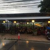 แก้ไข/เพิ่มภาพ/ชาวบ้านงง.. ต่างชาติกินหมูกระทะท่ามกลางฝนไม่สนใจใคร