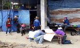 สะเทือนใจ! ลูกนั่งกอดศพแม่ชาวกัมพูชา พลัดตกอาคารก่อสร้าง