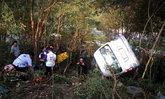 รถตู้แหกโค้งปราบเซียนภูทับเบิก คว่ำหวิดตกเขา-บาดเจ็บระนาว