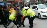 เศร้าสลด ตำรวจจีนโดนแทงเลือดนอง แต่ฮึดสู้ถึงลมหายใจสุดท้าย