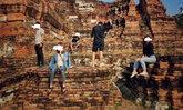 5 วัยรุ่นปีนโบราณสถานมอบตัว อ้างรู้เท่าไม่ถึงการณ์